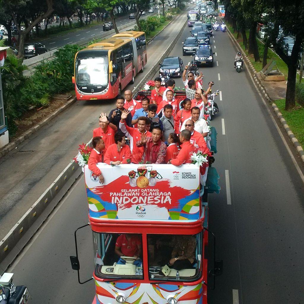 Arak-arakan Atlet Olimpiade, Lalu Lintas Jl Jenderal Sudirman Senayan Macet