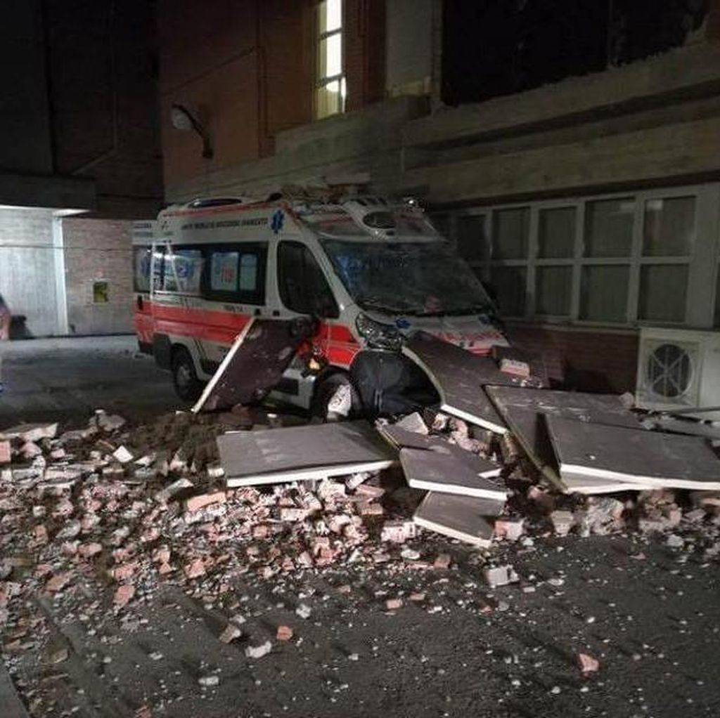 Italia Diguncang Gempa 6,2 SR, Warga Panik Berlarian ke Jalan