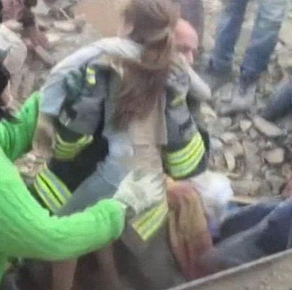 Ajaib! 17 Jam Terjebak Puing Gempa Italia, Bocah 10 Tahun Selamat