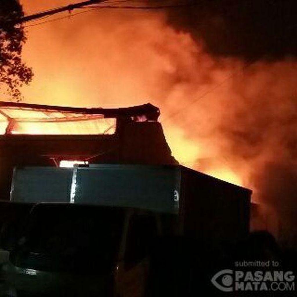 Api yang Membakar Gudang Obat Nyamuk di Cipondoh, Tangerang Padam