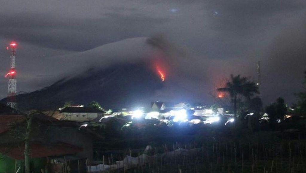 Awan Panas Masih Meluncur dari Sinabung, Warga Diimbau Jauhi Zona Merah