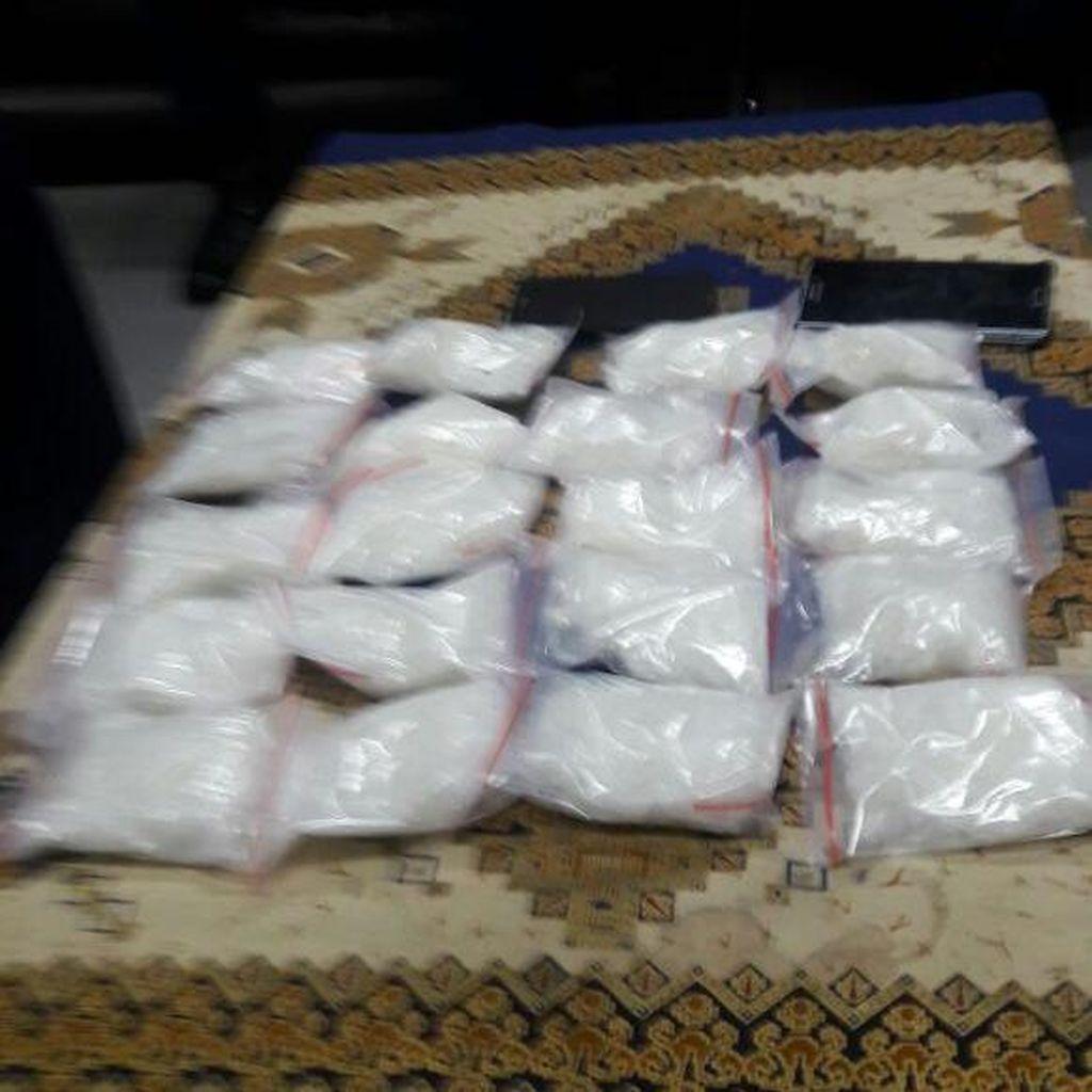 Calon Penumpang di Bandara Kualanamu Kedapatan Simpan Sabu 2 Kg di Koper
