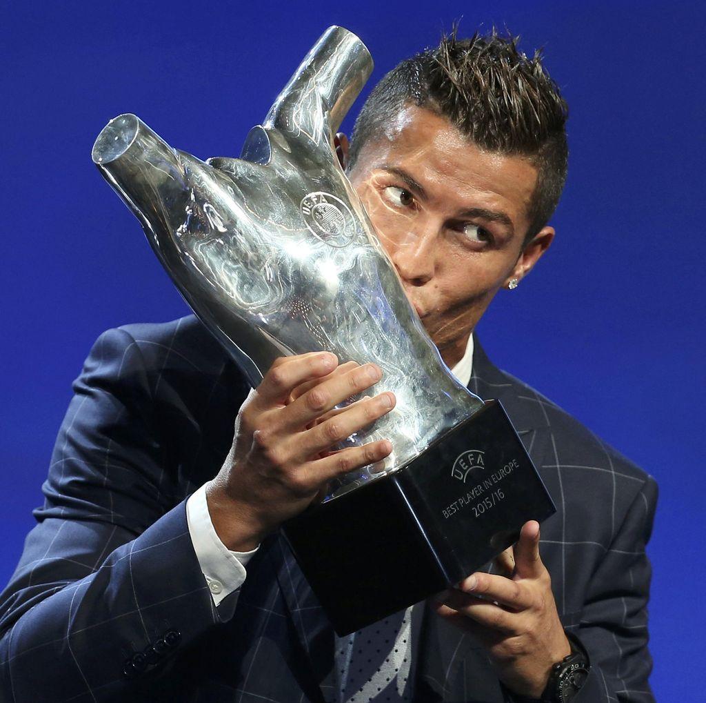 Ronaldo Sabet Penghargaan Pemain Terbaik di Eropa 2015/2016