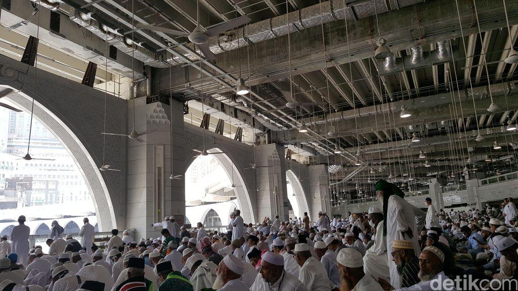 Bahasa Tak Jadi Penghalang Menikmati Khotbah Jumat di Masjidil Haram