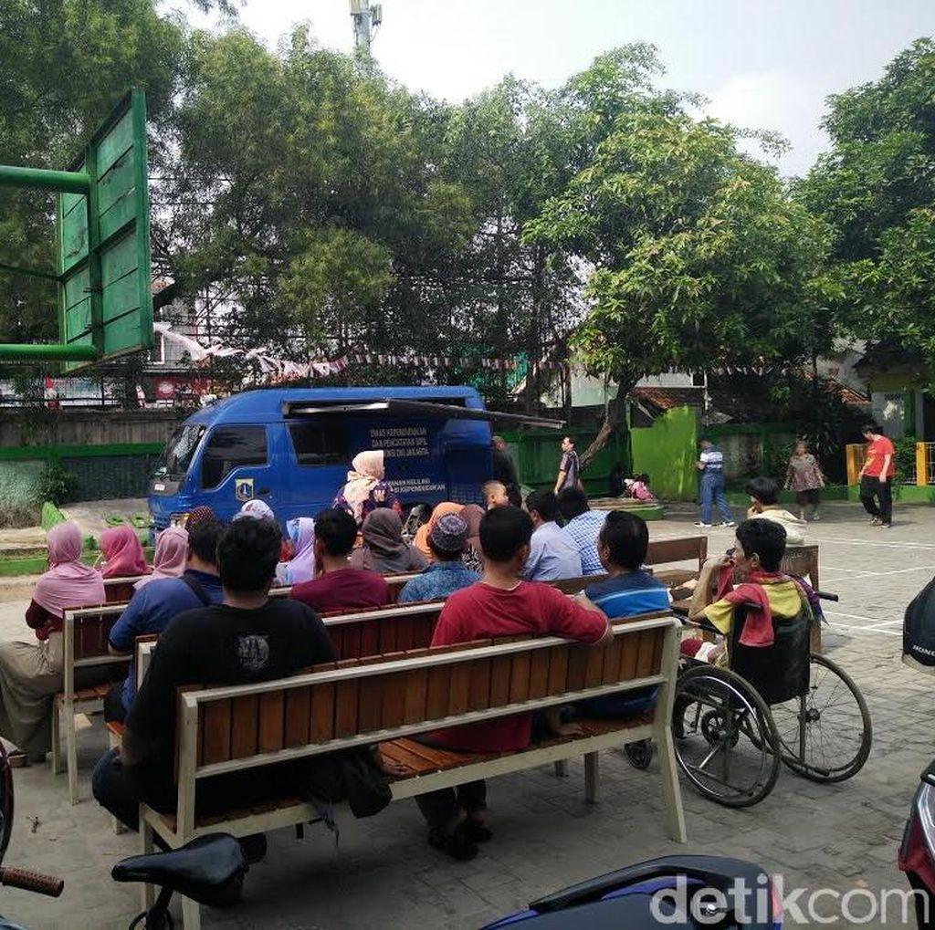 DKI Sudah Jemput Bola Sambangi Warga untuk e-KTP, Daerah Lain Apa Kabar?