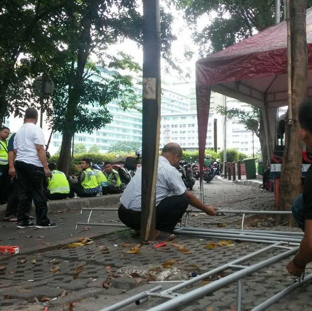 Setelah Dibongkar Satpol PP, Tenda Markas Pewarta Foto di HI Berdiri Tegak Lagi