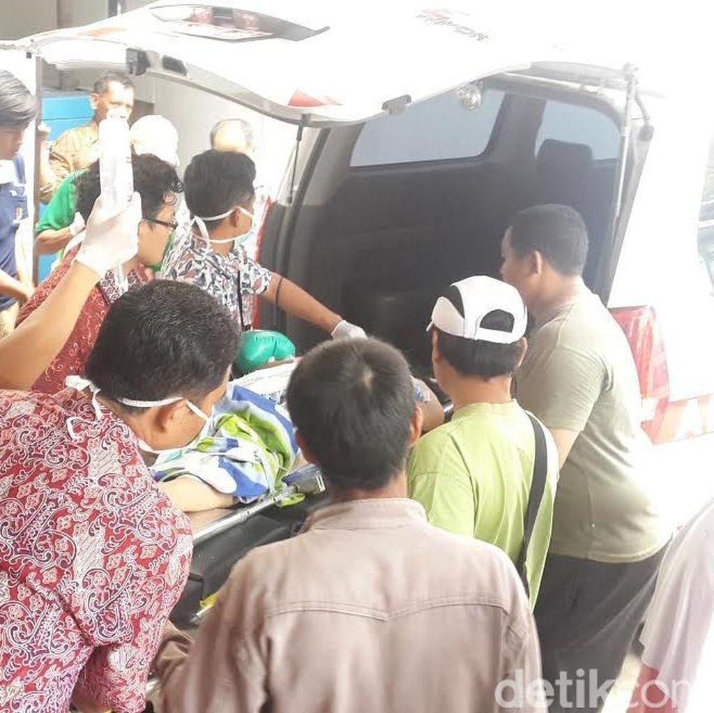 Truk Muat Puluhan Orang Terguling, Jeritan Histeris Pecah