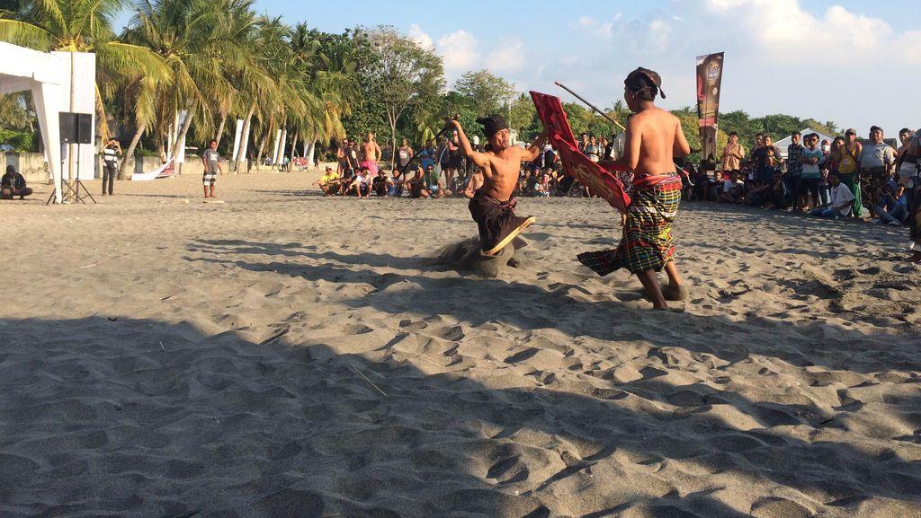 Bumbu Magis di Balik Seni Tarung Peresean Khas Lombok