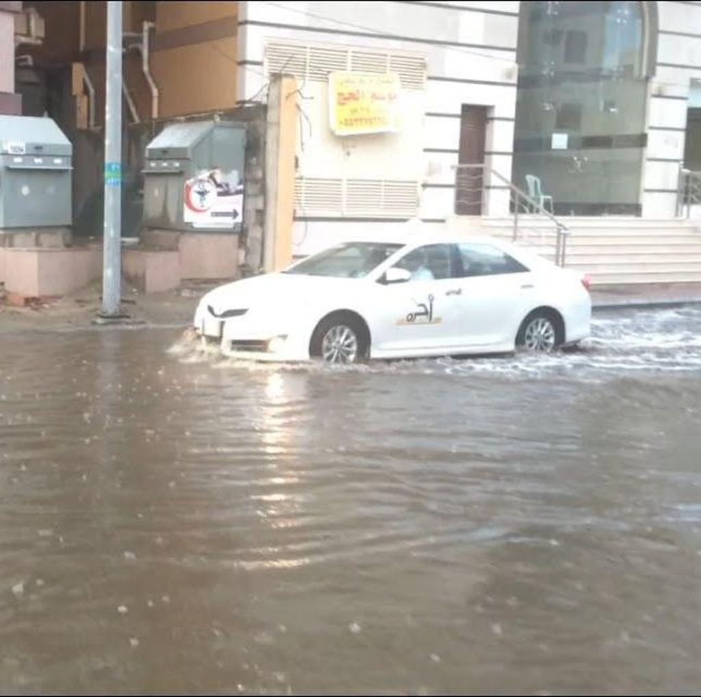 Merasakan Hujan Deras di Kota Suci Makkah