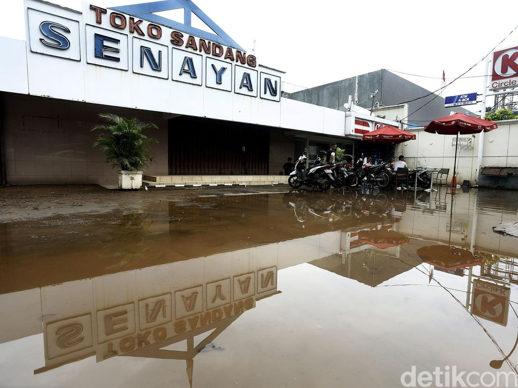 Banjir Menerjang, PLN Padamkan Sebagian Gardu di Wilayah Kemang
