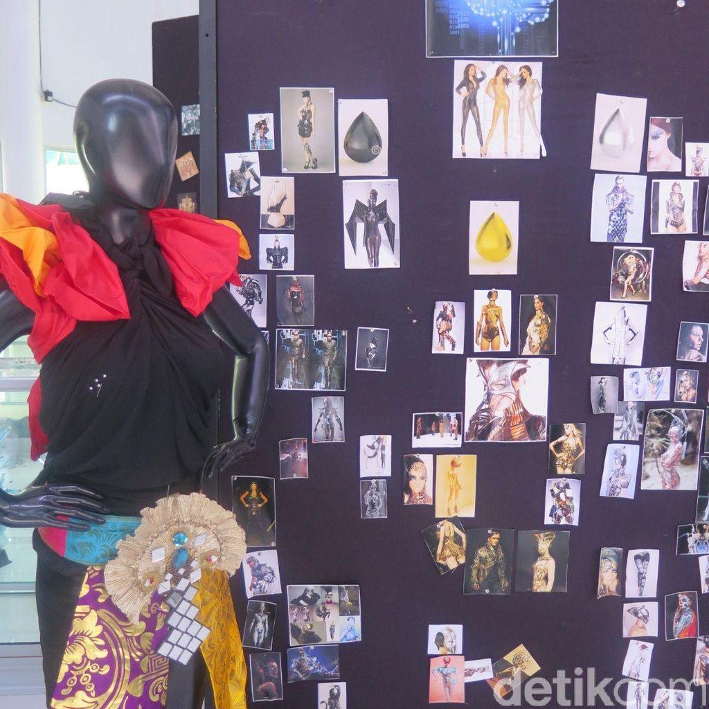 Foto: Mengintip Isi Markas Jember Fashion Carnaval