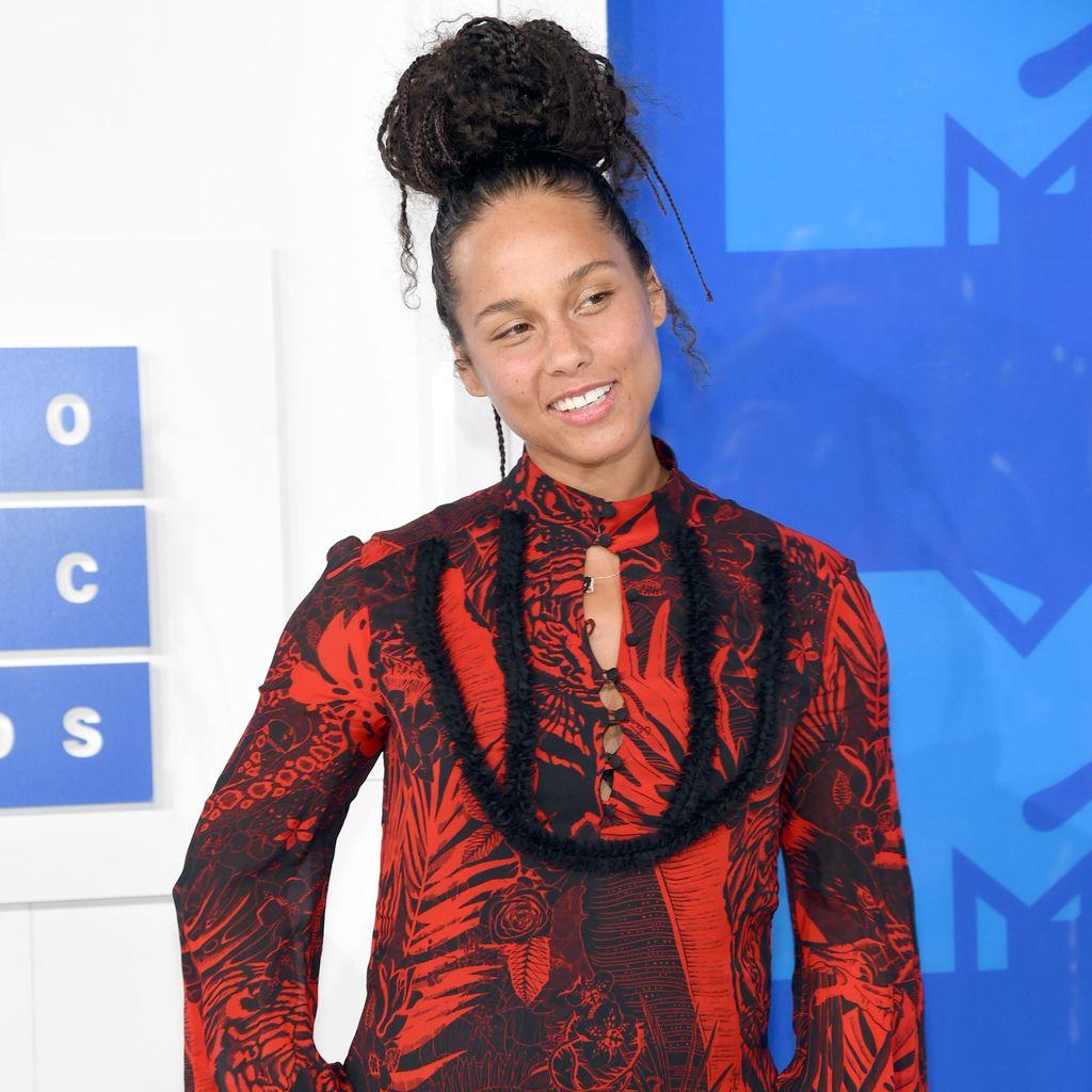 Makeup Membuat Alicia Keys Kehilangan Jati Diri