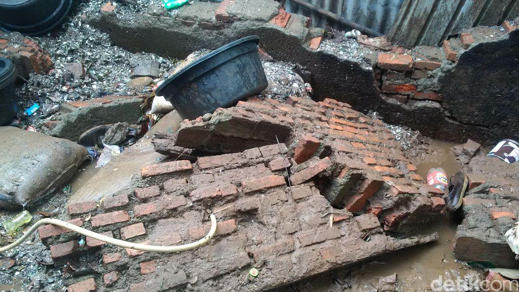 Begini Penampakan Tanggul Kali Krukut yang Jebol di Cipete