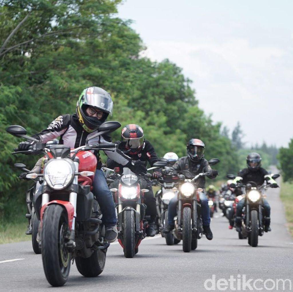 Ducatisti Indonesia dan Lady Biker Malaysia Turing 1.000 Km di Sumatera