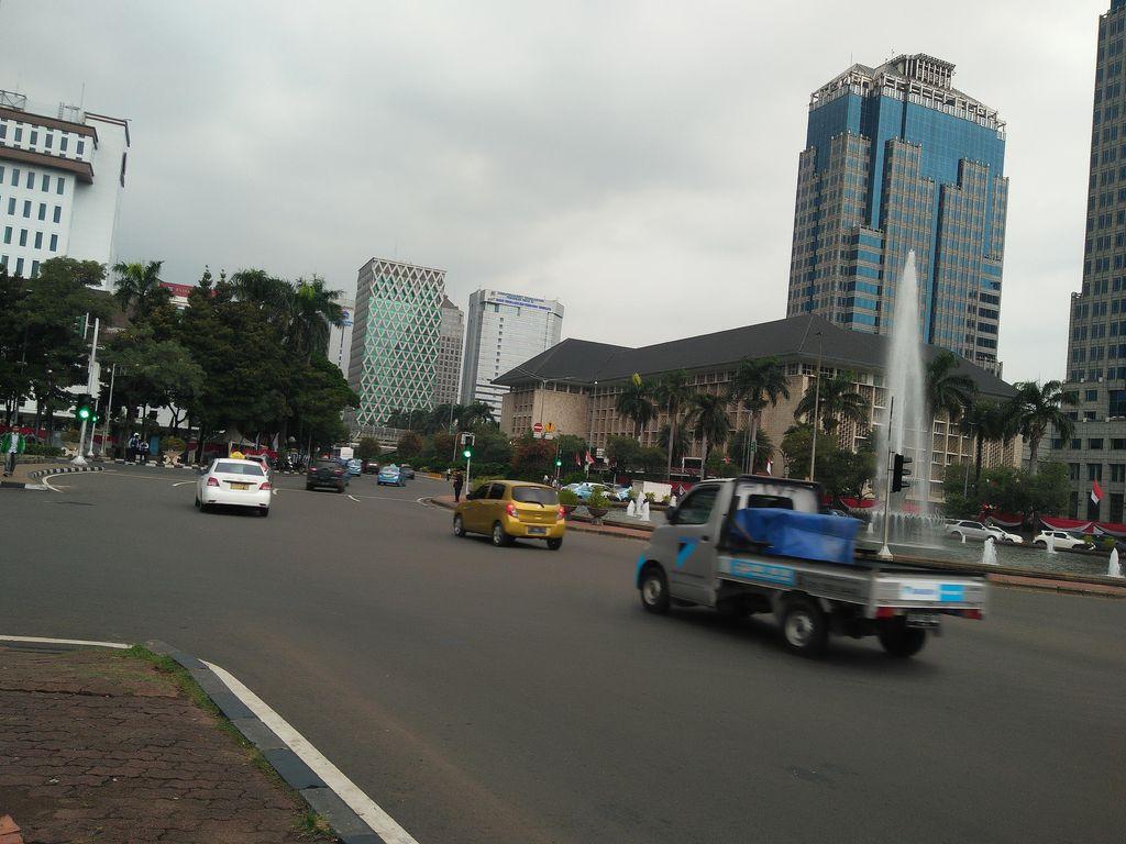 Melihat Jl Medan Merdeka Barat-Jl Thamrin yang Anti Macet di Sore Hari