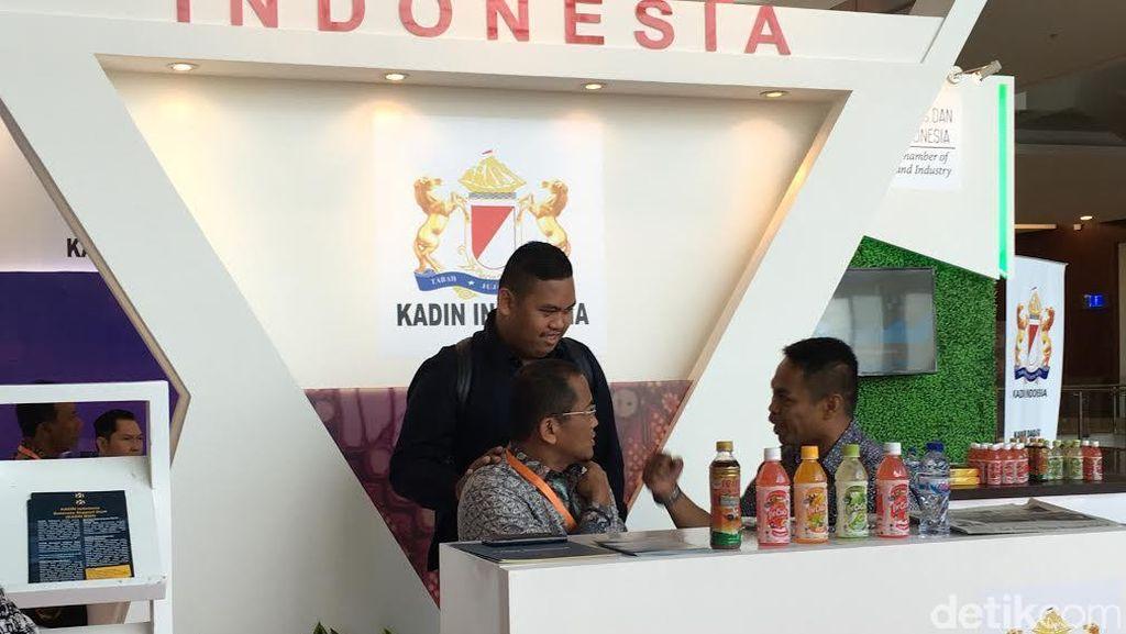 Akbar Si Ajudan Konyol Muncul Lagi: Jadi Rebutan Selfie dan Bicara Soal Jokowi