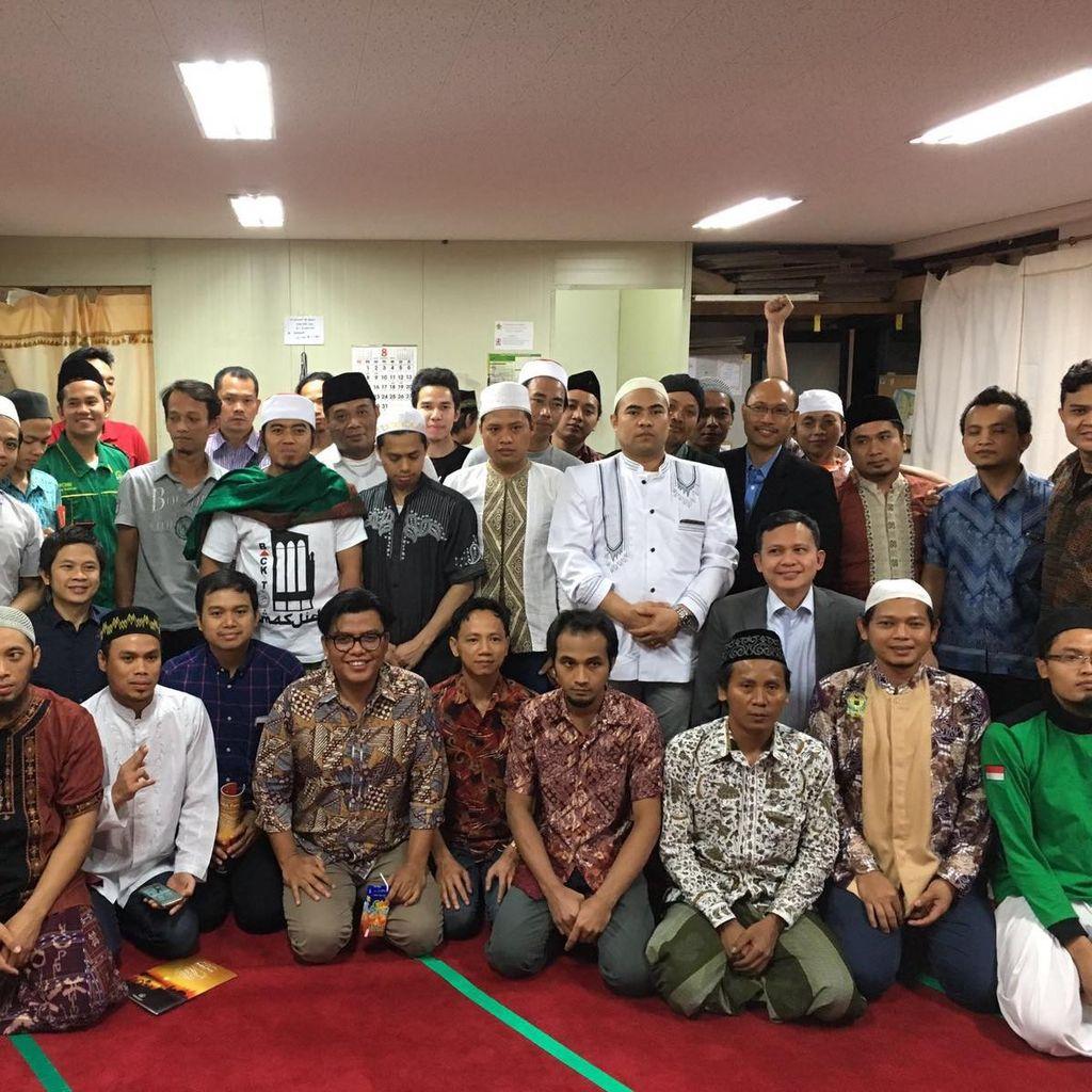 Melek Laman Digital di Tanah Rantau, Catatan Road Show Jihad Selfie di Korsel