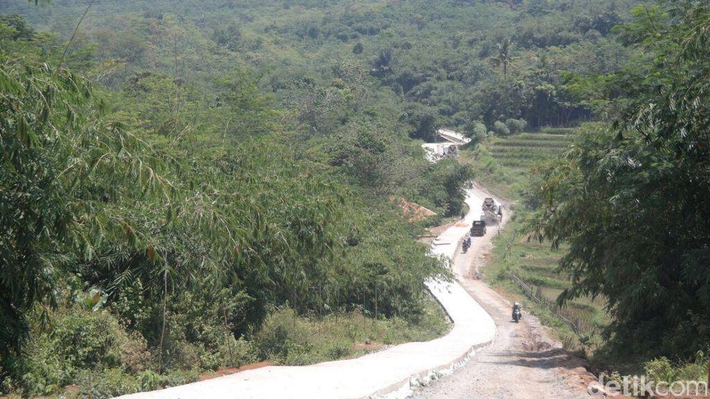 Ini Alasan Bupati Dedi Membangun Jalan 67 KM di Lingkar Barat Purwakarta