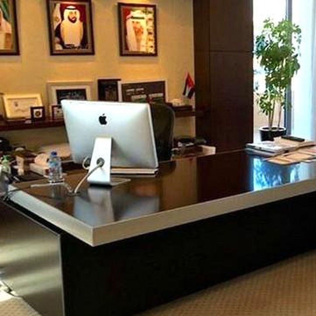 Sheik Dubai Melakukan Sidak dan Memergoki Kantor Melompong