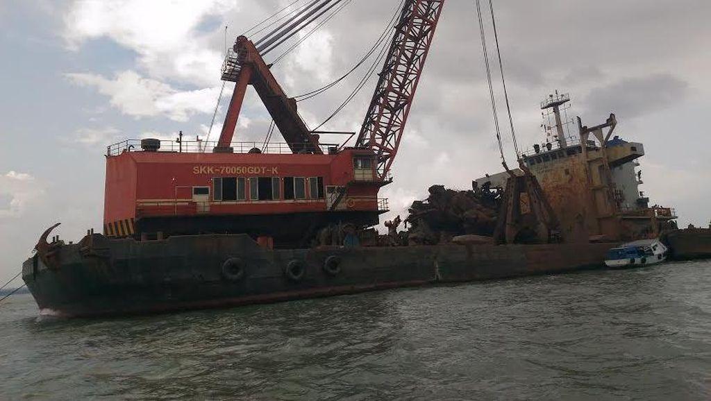 Pengangkatan Bangkai KM Wihan Sejahtera Hampir Rampung