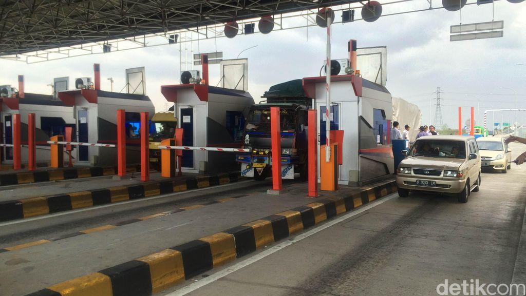 Ada Kepadatan 1 Km Jelang Gerbang Tol Brexit Arah Semarang