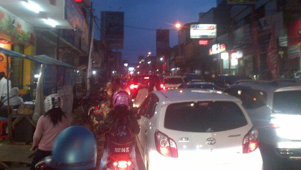 Lalin ke Sejumlah Tempat Wisata di Bandung Macet!
