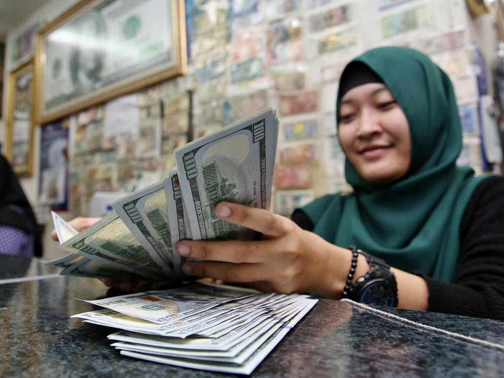 Dolar AS September Tahun Lalu Rp 14.700, Sekarang Rp 12.900