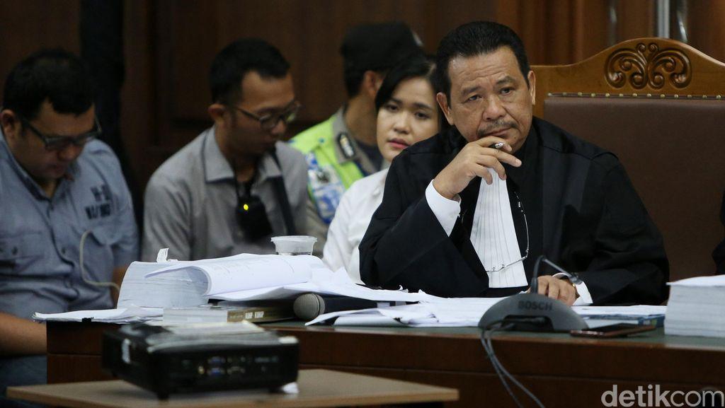 3 Hakim Kasus Mirna Dilaporkan ke KY, Pengacara Jessica Bantah Ikut Campur
