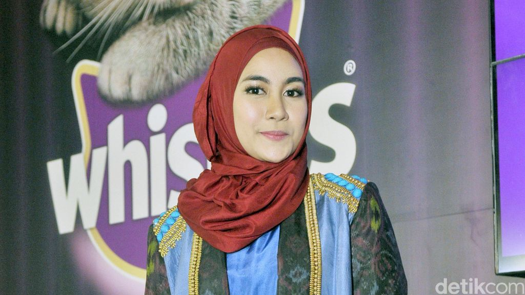 Mantap Berhijab, Anisa Rahma Sumbangkan Baju Lama