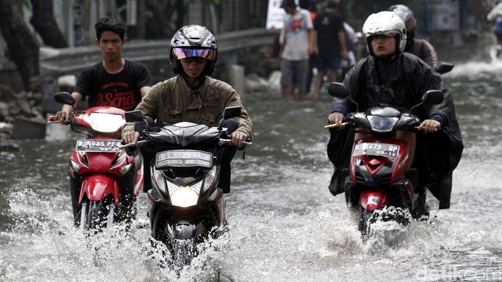 BMKG: Waspadai Hujan yang Dapat Timbulkan Banjir dan Longsor Hingga 3 Oktober