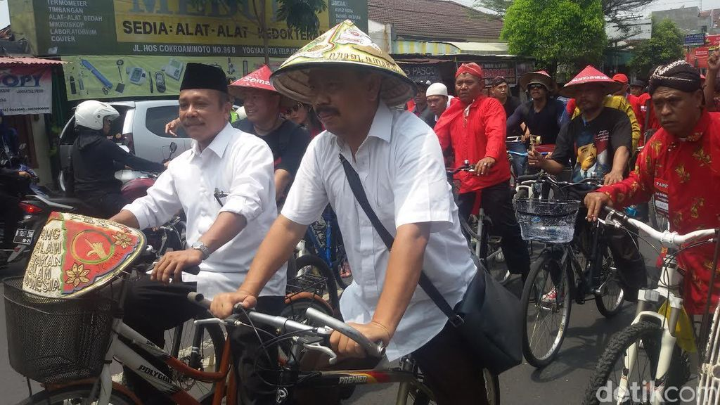 Bersepeda Onthel, Imam Priyono-Ahmad Fadli Daftar Pilkwalkot Yogya ke KPU