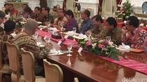 Jokowi ke Ekonom dan Pengusaha: Tahun Depan, Ekonomi Dunia Akan Turun