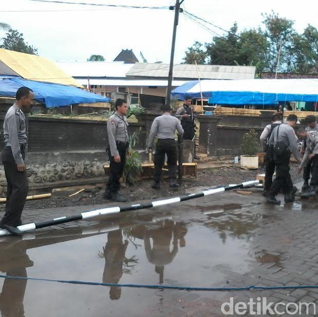 Dua Santri Diamankan saat Polisi Bongkar Dua Portal di Padepokan Dimas Kanjeng