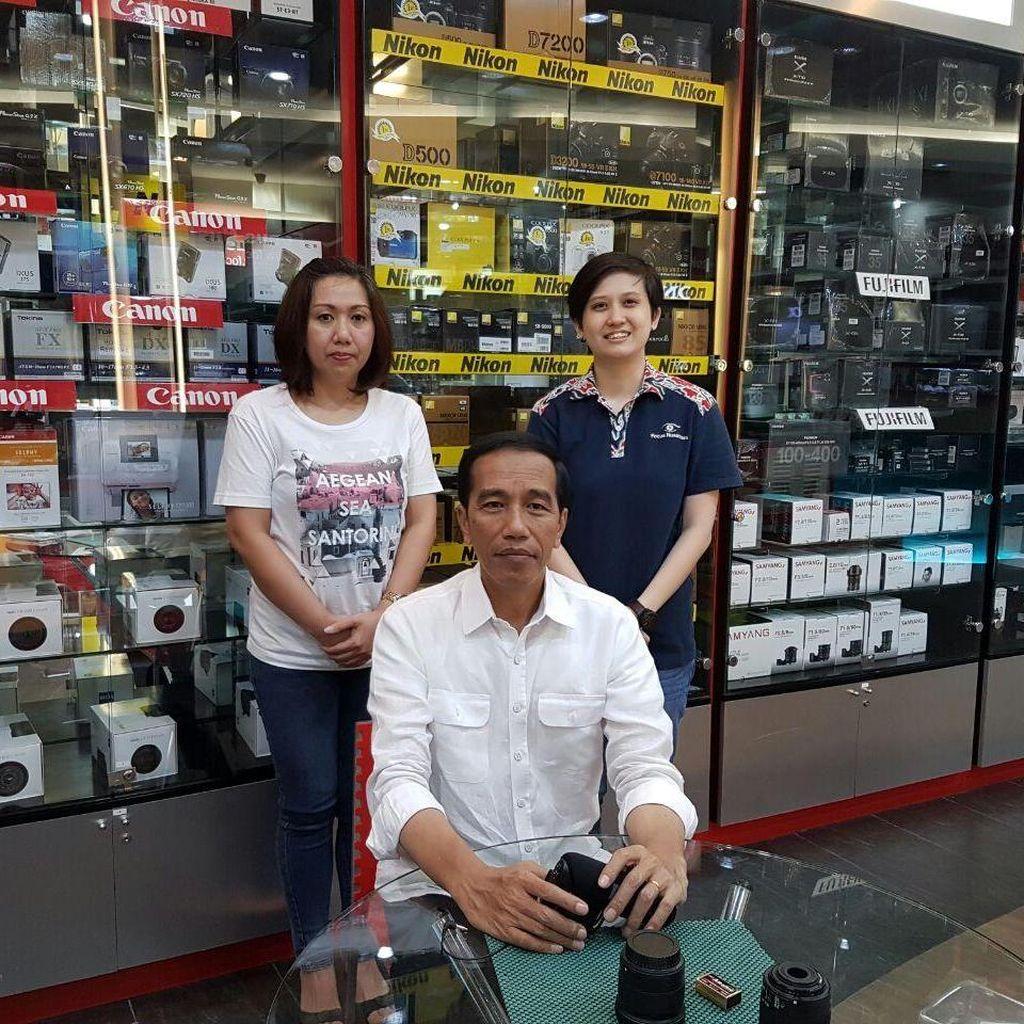 Jokowi Antar Kaesang Belanja Tripod di Tanah Abang