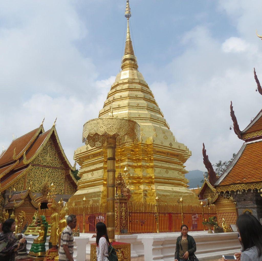 Vihara Paling Top di Chiang Mai dan Kisah Ajaibnya