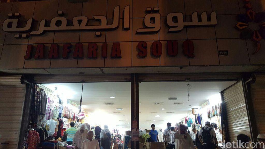 Sebelum Pulang ke Indonesia, Jemaah Belanja Oleh-oleh di Jaafaria