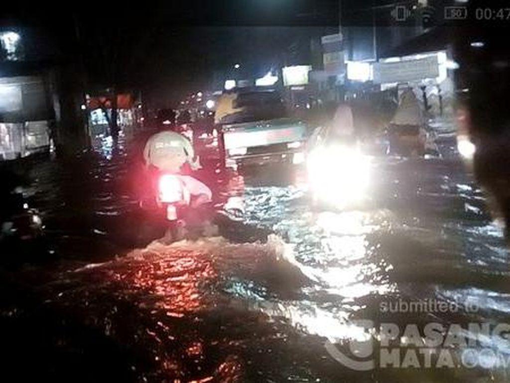 Kali Angke Meluap, Sejumlah Permukiman di Jakbar Terendam Banjir
