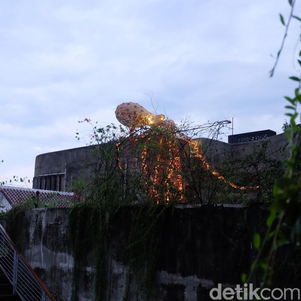 Ada Gurita Raksasa di Rooftop Bangunan Komunitas Salihara