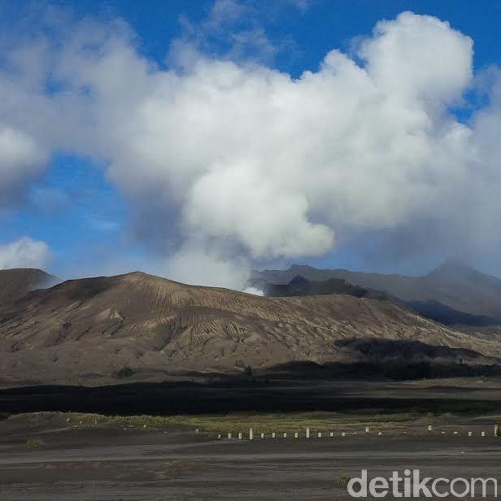 Gunung Bromo Siaga, Jarak Aman Wisatawan dan Warga Radius 2,5 Km