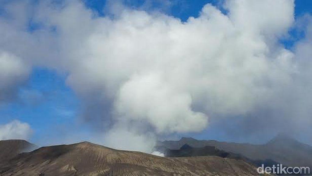 Erupsi Gunung Bromo Masih Tinggi, Alat Pemantaunya Justru Hilang