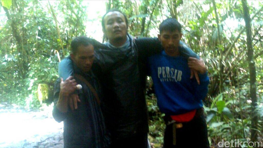 Ditinggal Teman, Pendaki Gunung Gede Pangrango ini Dievakuasi Petugas