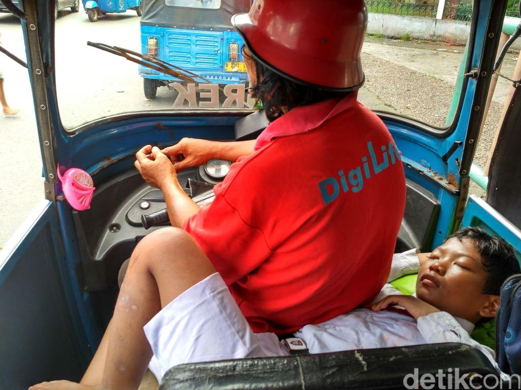 Dinsos DKI Cari Solusi untuk Bocah Amat yang 11 Tahun Hidup di Bajaj