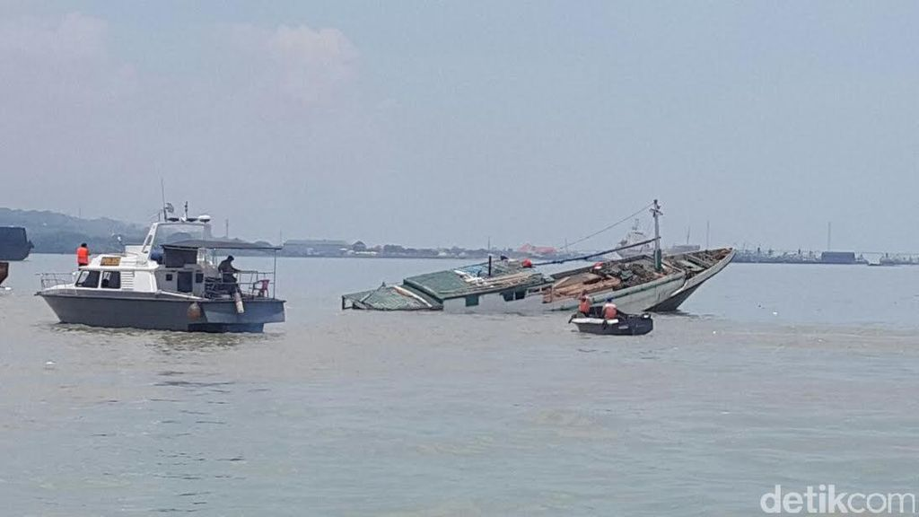 KLM Anugrah Indah Tenggelam Pasca Tabrak Bangkai Kapal