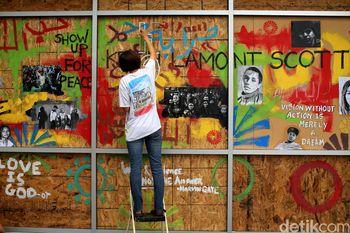 Seniman di Charlotte Suarakan Pesan Damai Lewat Mural