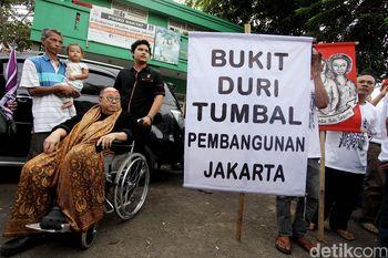 Berkursi Roda Jaya Suprana Datang ke Bukit Duri