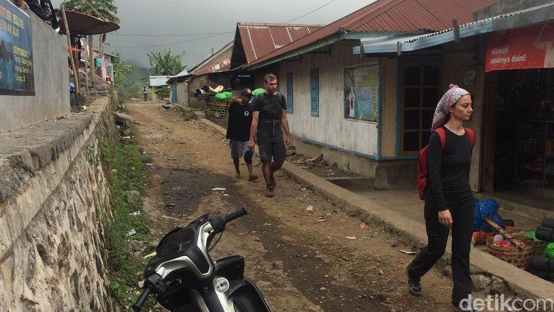 BNPB: Ratusan Pengunjung Di Gunung Rinjani Sudah Dievakuasi Dan Selamat
