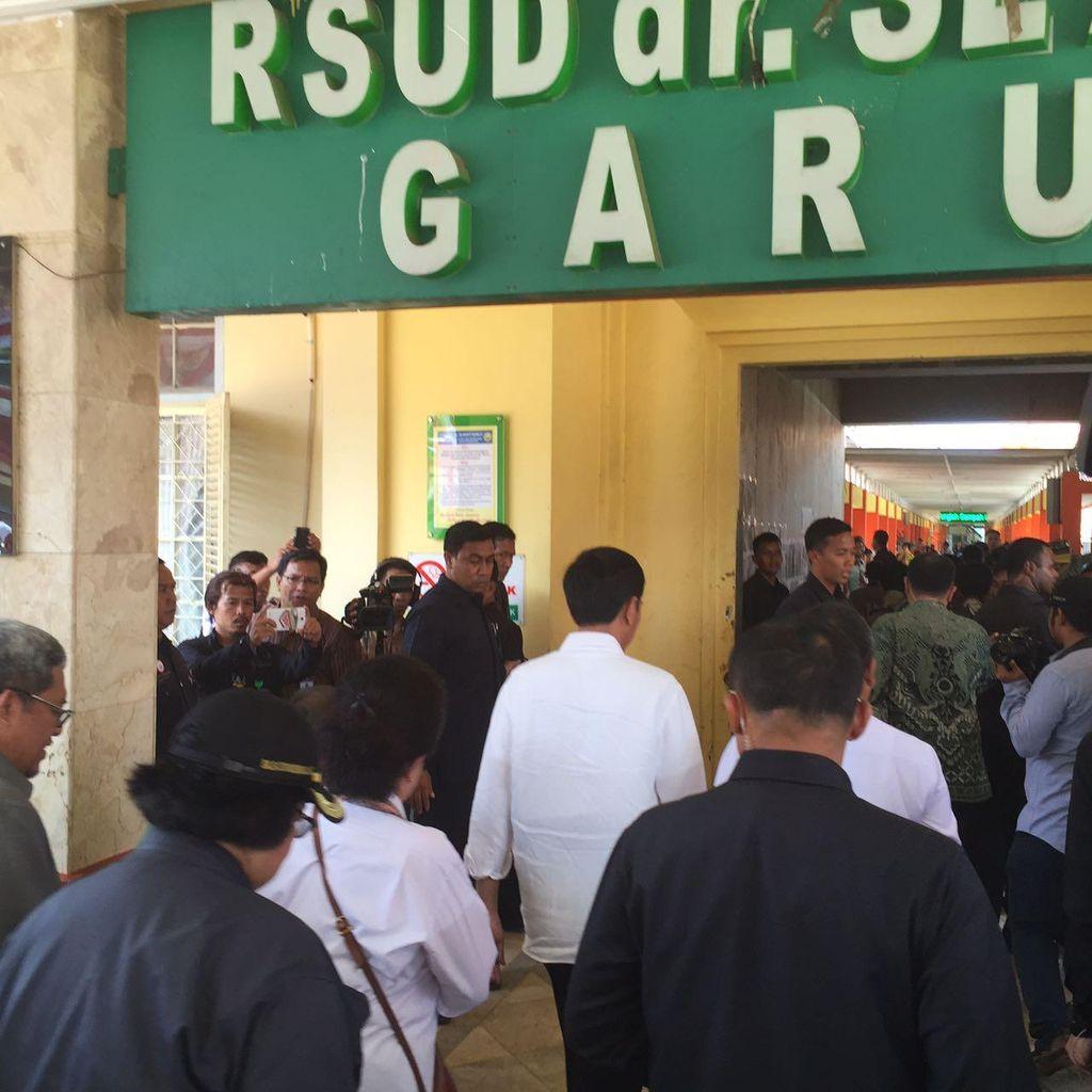 Jokowi Tinjau RSUD Garut yang Rusak Diterjang Banjir Bandang