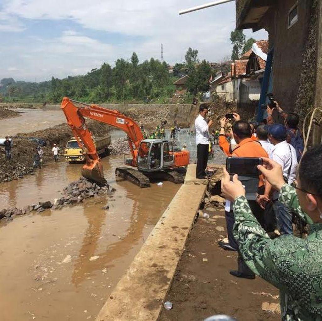 Jokowi Minta Kapolri Tindak Perusak Hutan yang Sebabkan Banjir di Garut