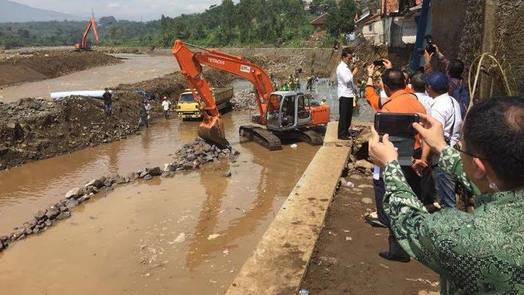 Kerahkan Peralatan Canggih, Pencarian 19 Korban Hilang Banjir Garut Masih Nihil