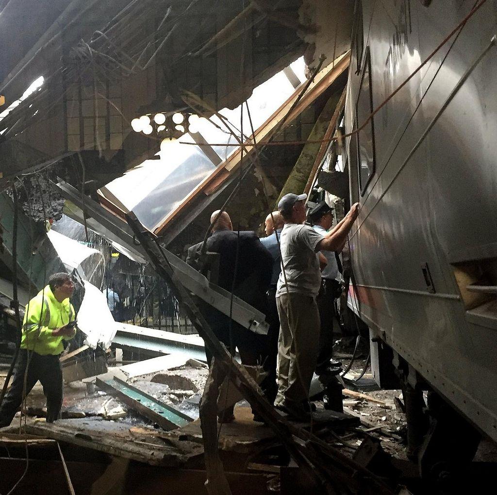 Tabrakan Kereta di New Jersey, Ratusan Penumpang Terjebak di Gerbong